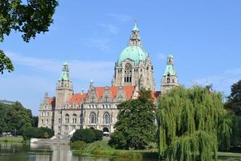 Rathaus mit Maschteich