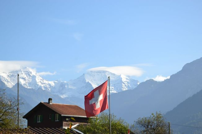 Bergkullisse bei Interlaken