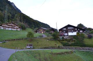 Ortschaft oberhalb des Brienzersees