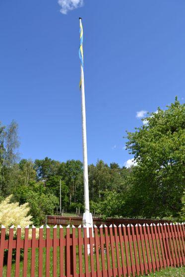 Fahnenmast in Lönneberga
