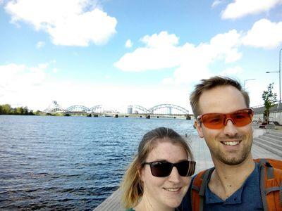 vor der Eisenbahnbrücke